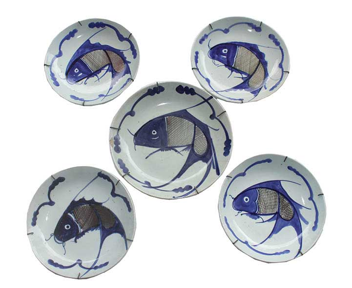 Five 19th century kitchen Qing blue and white fish dishes