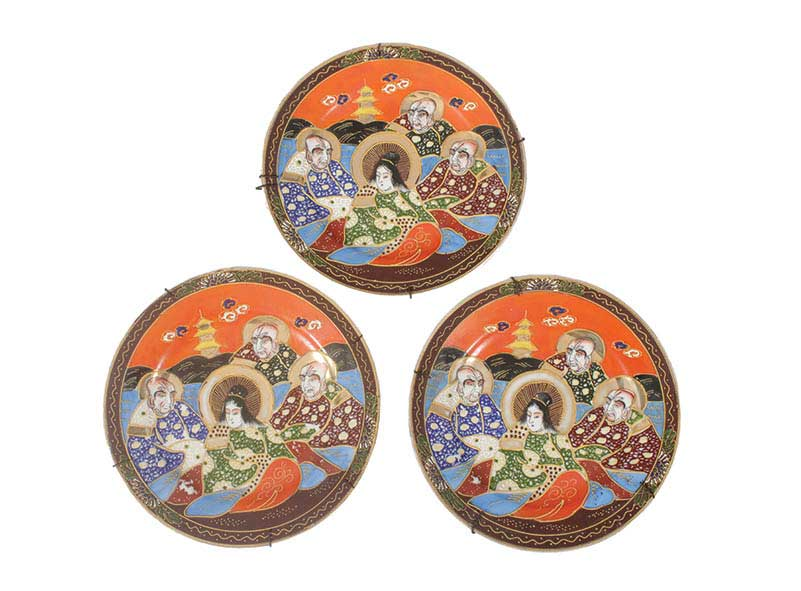 Three early 20th century Japanese polychrome dishes