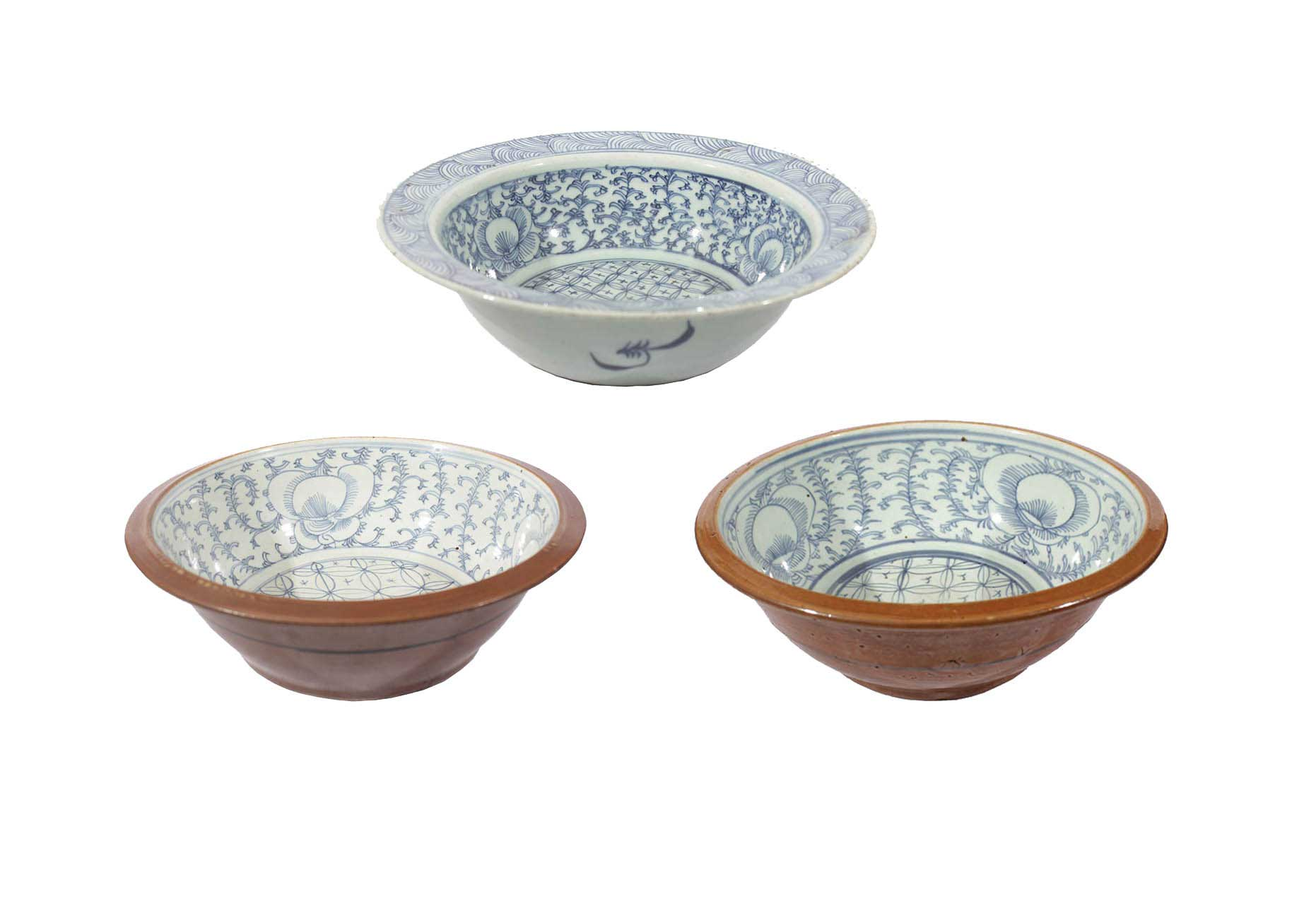 Three 19th century Late Qing blue and white basin
